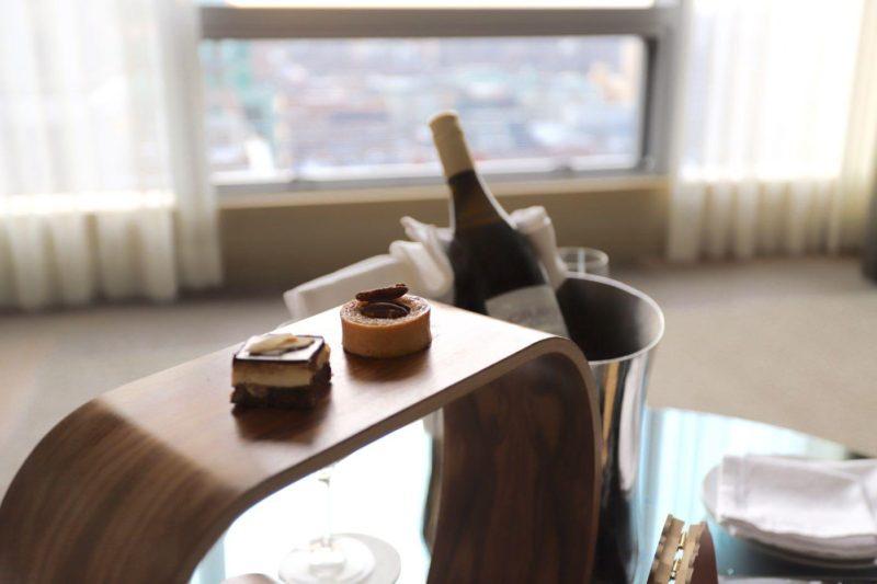 https://www.fourseasons.com/toronto/accommodations/suites/deluxe_one_bedroom_suite/